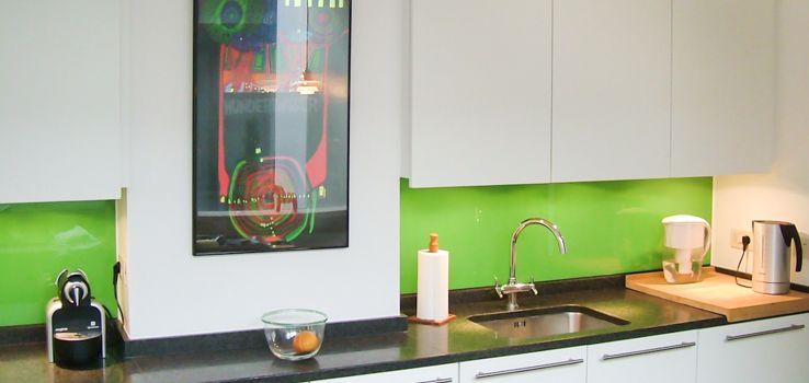 Küchenrückwand nach Maß: Klarglas, farbiges Glas, mit Gravur oder ...